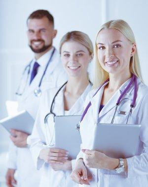для работников медицинских учреждений (поликлиники, больницы, роддома, реабилитационные центры и т.д.)